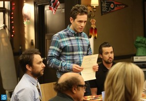 IASIP - Episode 9.10 - The Gang Squashes Their Beefs - Promotional mga litrato