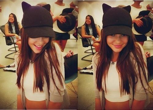 ケンダル・ジェンナー 壁紙 containing a snap brim hat, a fedora, and a campaign hat titled Kendall Jenner <3