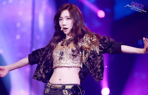 Kim Taeyeon karatasi la kupamba ukuta containing a tamasha called Gayo Daejun - Taeyeon