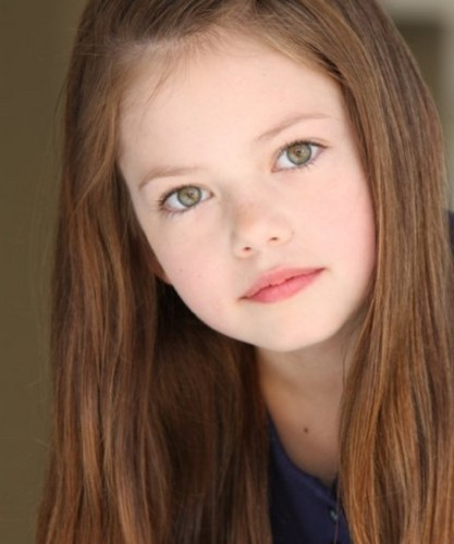 Mackenzie Foy 壁纸 with a portrait entitled Mackenzie Foy