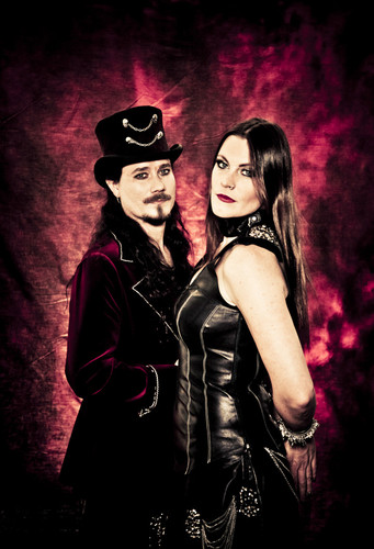 Nightwish wallpaper possibly containing a concert and a hip boot called Tuomas Holopainen & Floor Jansen