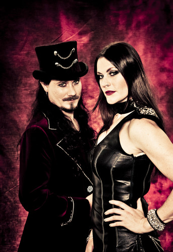 Nightwish Обои probably containing a коктейль dress and a бюстье entitled Tuomas Holopainen & Floor Jansen