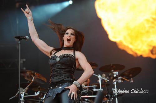 Nightwish karatasi la kupamba ukuta with a concert, a drummer, and a guitarist titled Floor Jansen