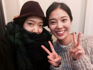 Shinhye with actress Im Se-Mi