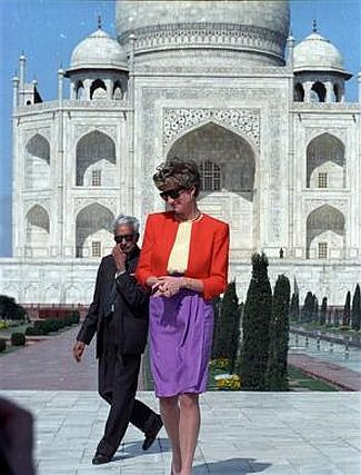 taj mahal wallpaper probably containing a street and a brownstone called Princess Diana at the Red Fort in front of the Taj Mahal in 1992