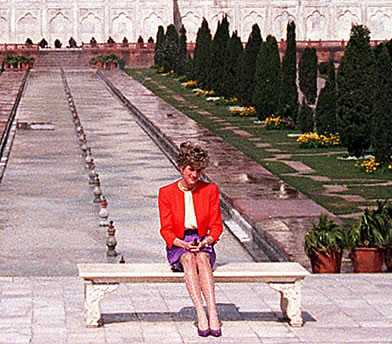 taj mahal wallpaper with a street titled Princess Diana at the Red Fort in front of the Taj Mahal in 1992