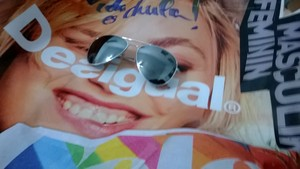 lol, I just put my sunglases on the face of the desigul lady xP