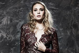 Leah Pipes for Glamoholic