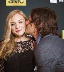 ウォーキング・デッド 壁紙 containing a portrait called Beth (Emily Kinney) / Daryl (Norman Reedus) Quick キッス <3