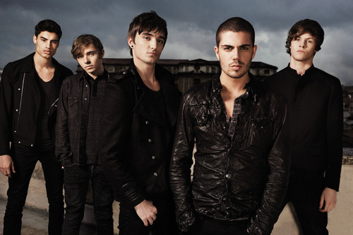 The Wanted Hintergrund containing a business suit called The Wanted