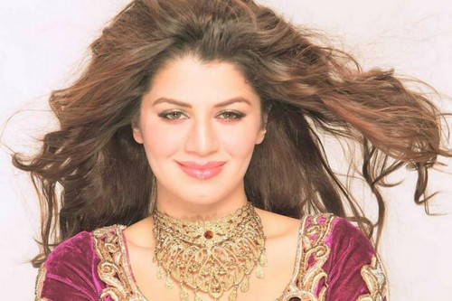 divya bharti پیپر وال probably containing a portrait titled kainaat arora is the cousin of late actress Divya Bharti