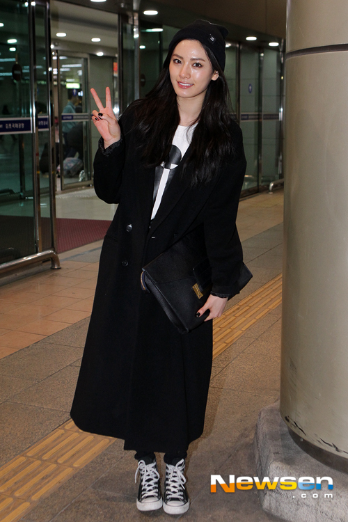 c3eda8ce2f716 Your Favorite Airport Fashion  (Female Idols) - Celebrity Photos ...