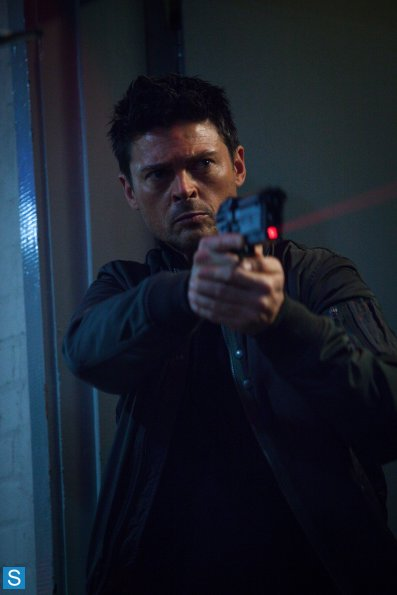 Almost Human - Episode 1.08 - wewe Are Here - Promotional picha