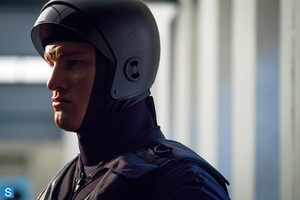 Almost Human - Episode 1.08 - toi Are Here - Promotional photos