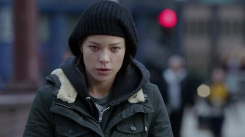Chicago feuer (2012 TV Series) Hintergrund possibly with a straße and an outerwear titled Leslie Shay Season 2 Auszeichnungen