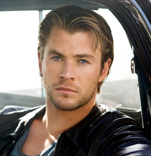 Chris Hemsworth Hintergrund probably containing an automobile and a straße entitled Chris Hemsworth