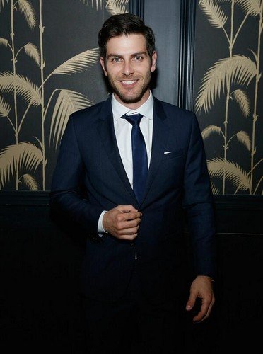David Giuntoli hình nền containing a business suit, a suit, and a single breasted suit entitled David Giuntoli