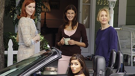 Desperate Housewives wallpaper possibly containing a portrait titled 1x03 Pretty Little Picture