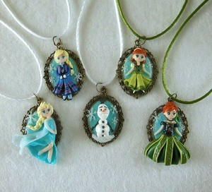 La Reine des Neiges necklaces
