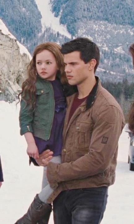 Renesmee-Cullen-33333-image-edward-3D-bella-jacob-and-renesmee-cullen    Renesmee Cullen And Jacob Black Together