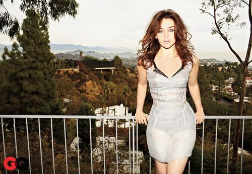 Emilia Clarke achtergrond titled Emilia Clarke