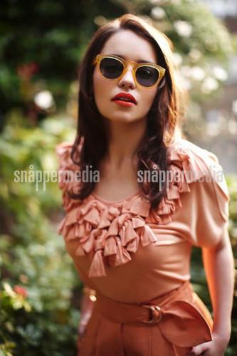 Emilia Clarke fond d'écran containing sunglasses titled Emilia Clarke