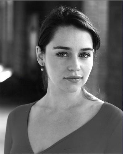 Emilia Clarke پیپر وال with a portrait titled Emilia Clarke