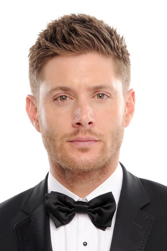 Ingrid's Graceland wallpaper possibly containing a business suit entitled Jensen Ackles at the Critics' Choice Awards 2014