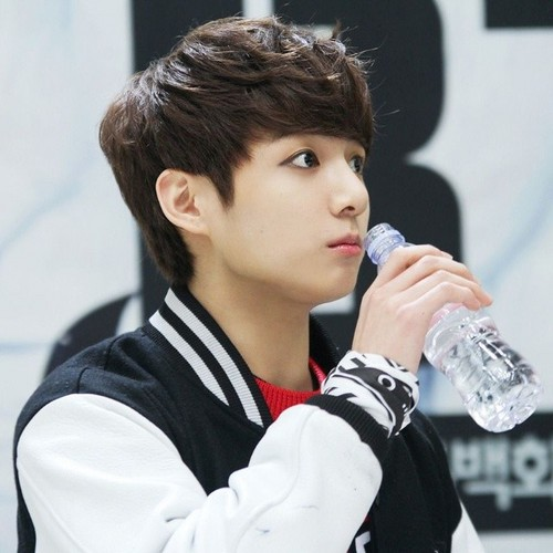 Jungkook (BTS) پیپر وال called JungKook Cute