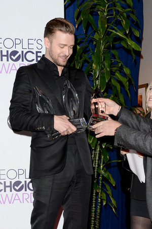 JT with his 3 trophies of People's Choice awards 2014 (Jan 8th)