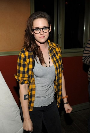 Kristen at a makan malam Party at Sundance