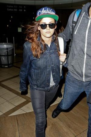 Kristen Arriving In Los Angeles