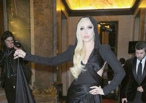 Lady Gaga in Versace Fashion montrer
