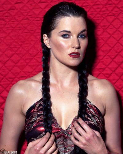 Lucy Lawless fond d'écran possibly containing attractiveness and a portrait titled Lucy Lawless