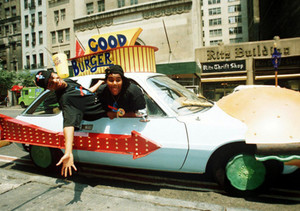 Kenan and Kel in the good burger car