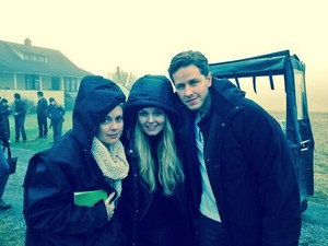 On set with Rose, Jen and josh