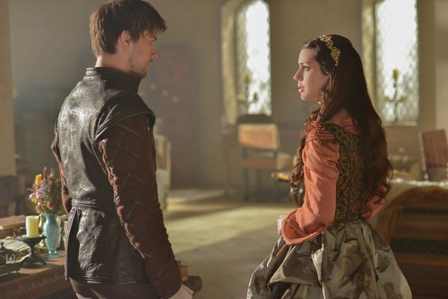 Reign [TV Show] 壁紙 possibly containing a street, a ディナー dress, and a business suit entitled Reign - 1x11 - HQ promotional 写真