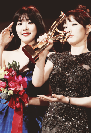 Taeyeon and Tiffany @ Golden Disk Awards