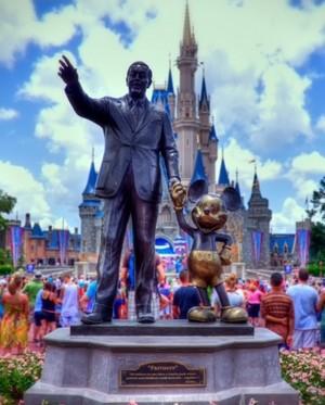 Walt Disneys statue