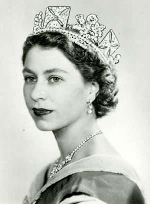 Queen Elizabeth II achtergrond possibly containing a mantille, mantilla and a portrait entitled queen elizabeth ii