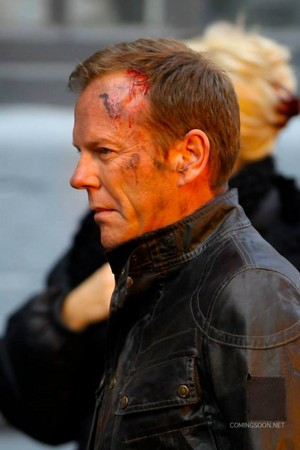 Kiefer on set for '24: Live Another Day' Promo