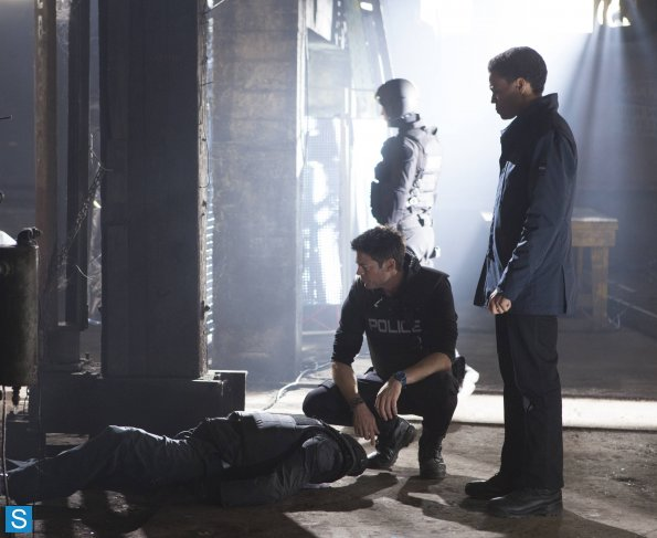 Almost Human - Episode 1.09 - Unbound - Promotional mga litrato