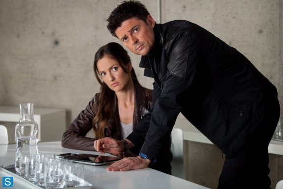 Almost Human - Episode 1.10 - Perception - Promotional mga litrato
