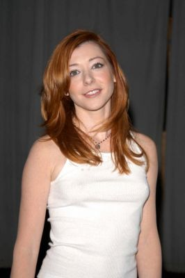 Alyson Hannigan kertas dinding containing a portrait titled Alyson Hannigan