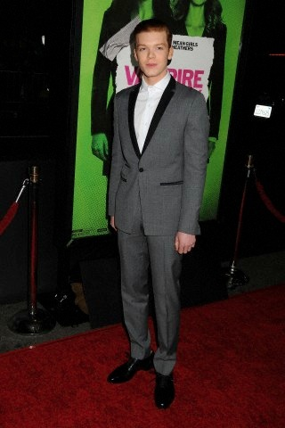 Cameron Monaghan kertas dinding containing a business suit, a suit, and a well dressed person called Cameron at Vampire Academy premiere