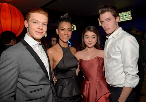Cameron Monaghan achtergrond entitled Cameron at Vampire Academy premiere