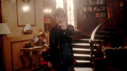 Daehyun Hintergrund possibly containing a drawing room, a Lesen room, and a straße called Daehyun - 1004(Angel) M/V