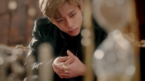 Daehyun Hintergrund probably with a chainlink fence called Daehyun - 1004(Angel) M/V