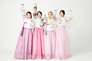 Girl's день in lovely hanbok