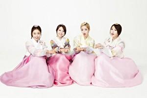 Girl's Day in lovely hanbok